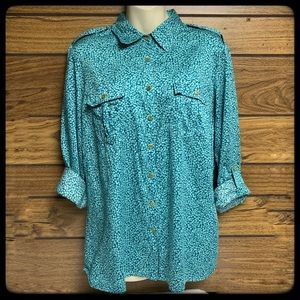 Jaclyn Smith Large long sleeve buttondown shirt